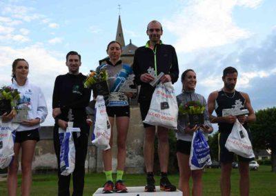 11 - Le podium avec les lauréats FEMMES et HOMMES du 12 km